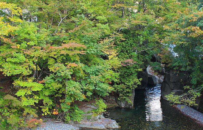 湯の小屋温泉、紅葉情、源泉掛け流し貸切露天風呂