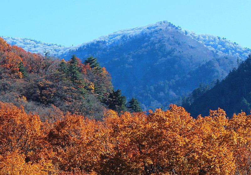 至仏山に初雪