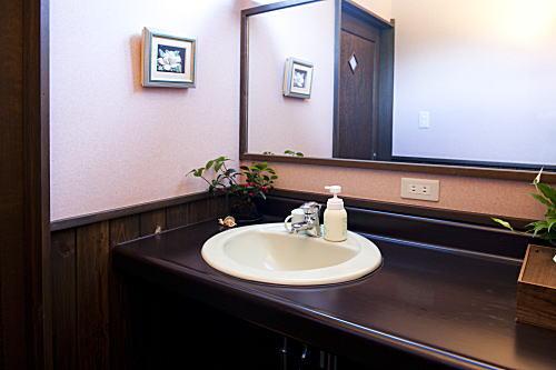 トイレ・洗面場&源泉掛け流し貸切露天風呂
