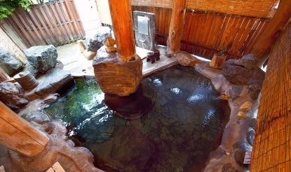 天然温泉掛け流しの露天風呂
